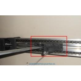 Soporte de arrastre DEA para puertas de garajes seccionales. Accesorio para puertas automaticas