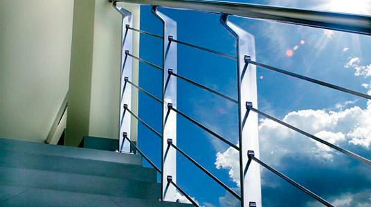 Elementos en Acero Inoxidable a medida y al mejor precio: barandillas, pasamanos, tiradores, asas, portales y puertas en acero inoxidable